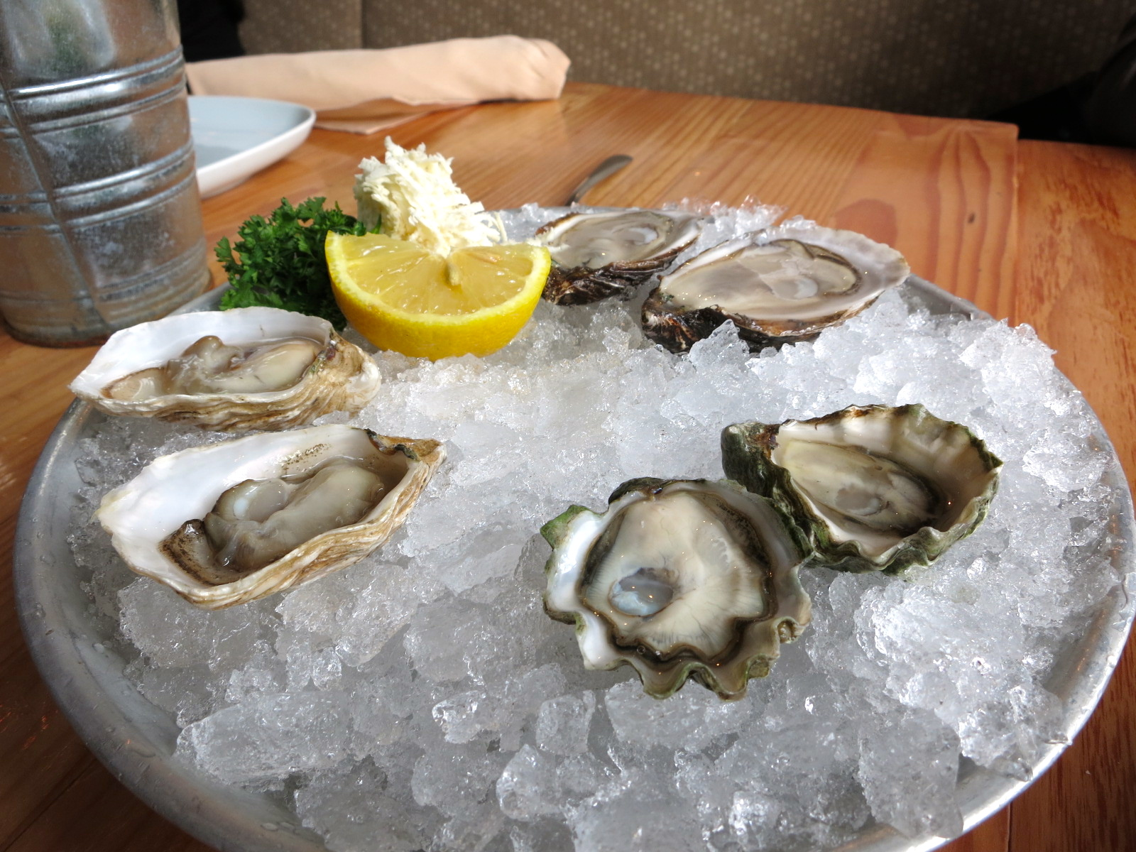 Chewies oyster bar opening in coal harbour the food for Cuisine queen