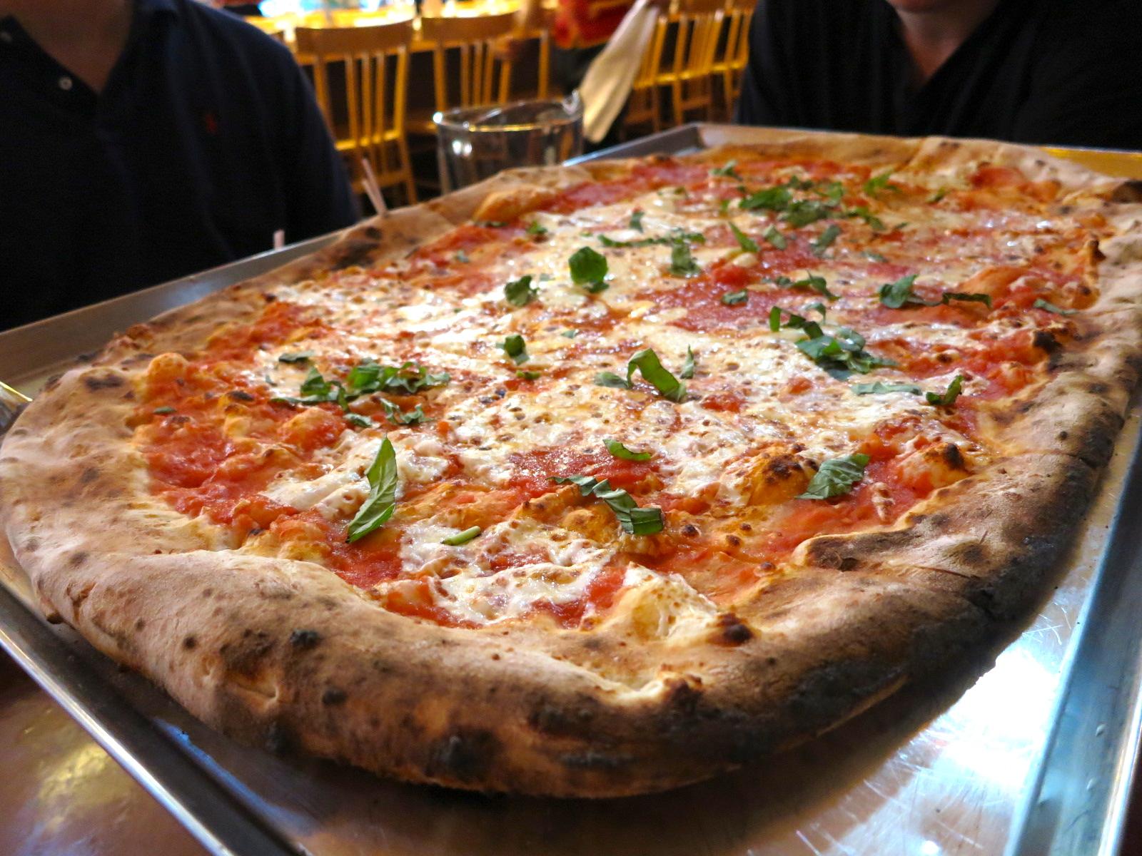 Via napoli ristorante e pizzeria the food queen for Pizza pizzeria